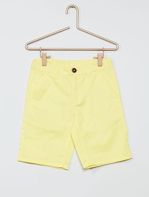 Bermudas lisas tipo chino                                                     amarillo