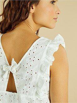 Tops, blusas - Blusa con bordado inglés - Kiabi