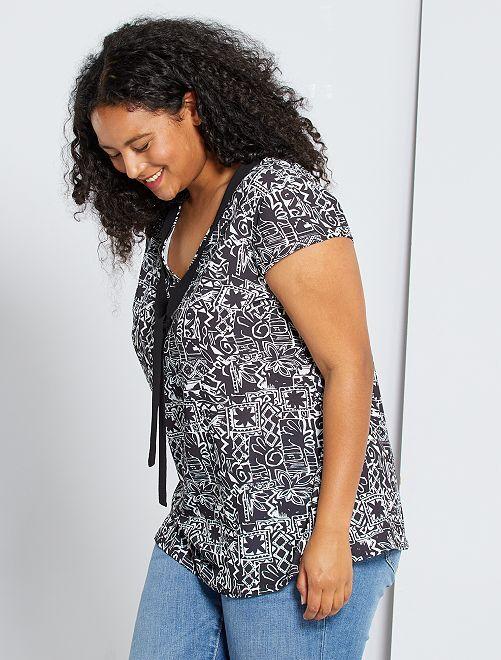 Blusa con cuello lazado                                         negro/blanco