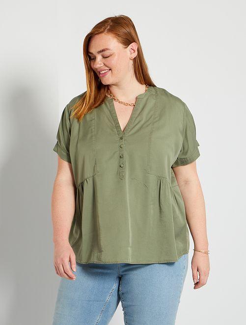 Blusa con cuello panadero                             verde liquen