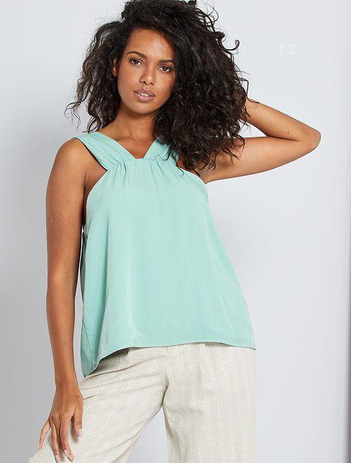 Blusa con escote de fantasía                             verde gris