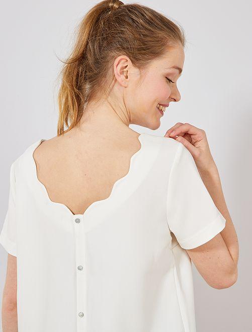 Blusa con espalda abotonada y cuello corola                                                                 blanco nieve