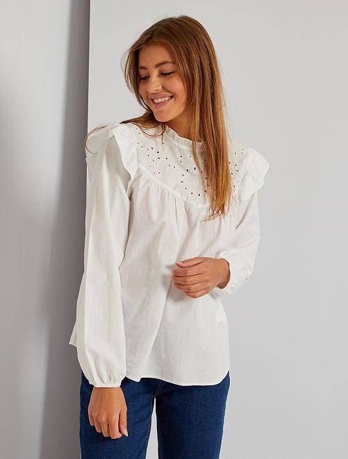 Blusa con volantes de bordado inglés                             blanco nieve