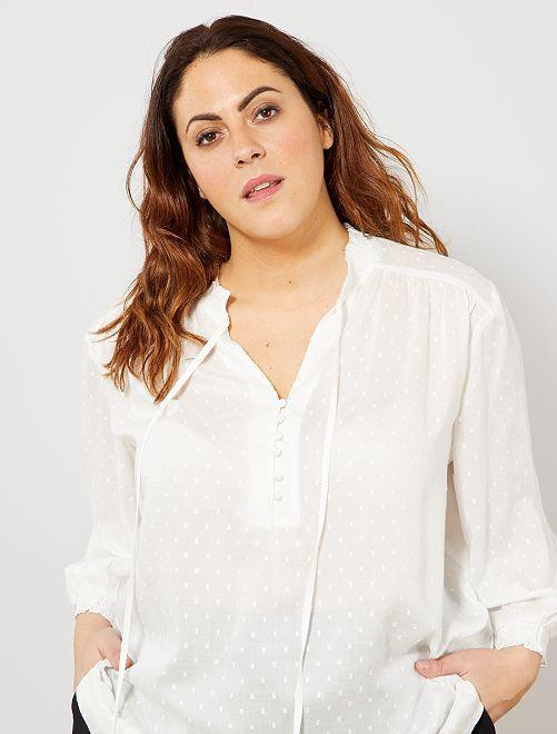 Blusa con volantes en el cuello y en las mangas                                         blanco nieve Tallas grandes mujer