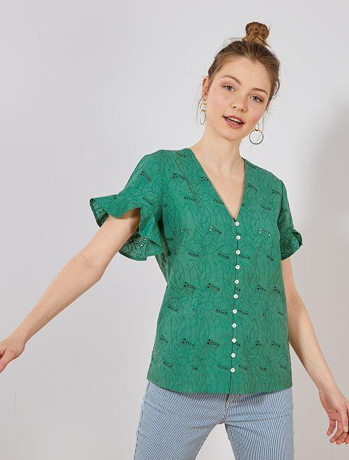 Blusa con volantes en las mangas y bordados                                         verde pino Mujer talla 34 a 48