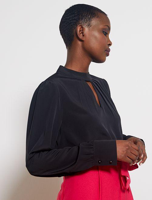 Blusa de cuello alto con abertura de pico                     negro