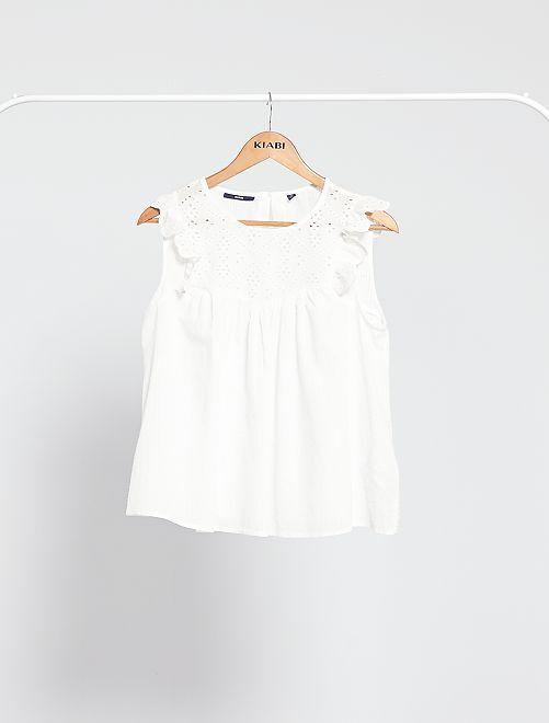 Blusa vaporosa con bordado inglés                     blanco nieve
