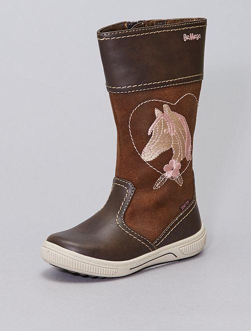 Botas forradas con bordado de 'caballo'                             BEIGE