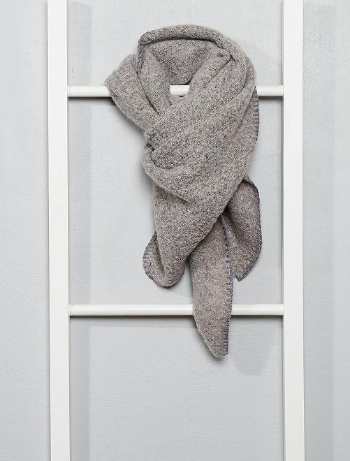 Bufanda triangular de punto suave                                                     gris claro