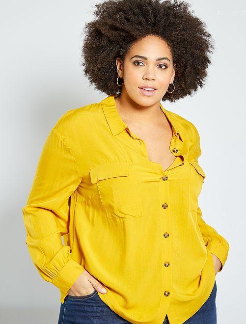Camisa con bolsillos de parche                                         amarillo bronce