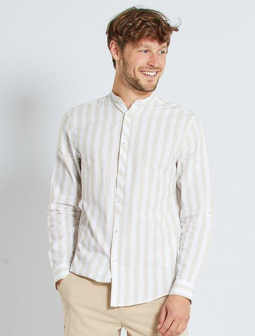 Camisa de rayas anchas con cuello mao                                         a rayas beige