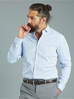 Hombre Camisa entallada de popelina con pequeños motivos