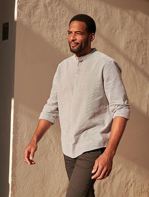 Camisa slim de algodón gofrado                             a rayas gris