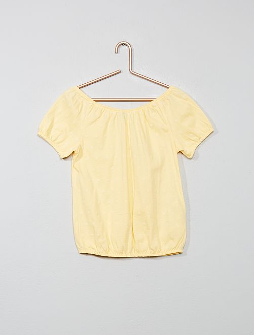 Camiseta bardot con bordado inglés                     amarillo oro