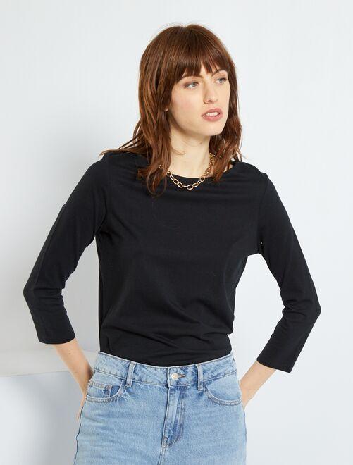 Camiseta básica con escote barco                                                                                                                                                                                                                                         negro