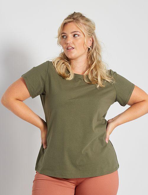 Camiseta básica estampada                                                                                                                                                                 KAKI