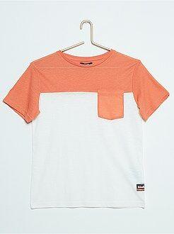 Camiseta bicolor con bolsillo en el pecho