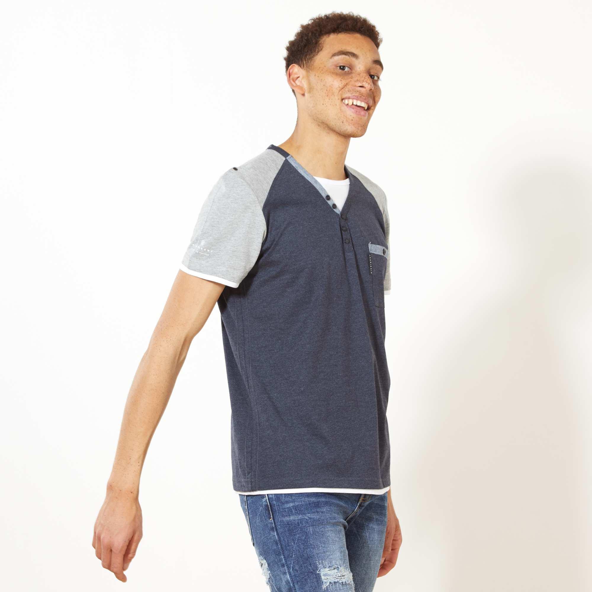 9ef4f3bf38a Camiseta bicolor con cuello panadero azul petróleo gris Hombre. Loading zoom