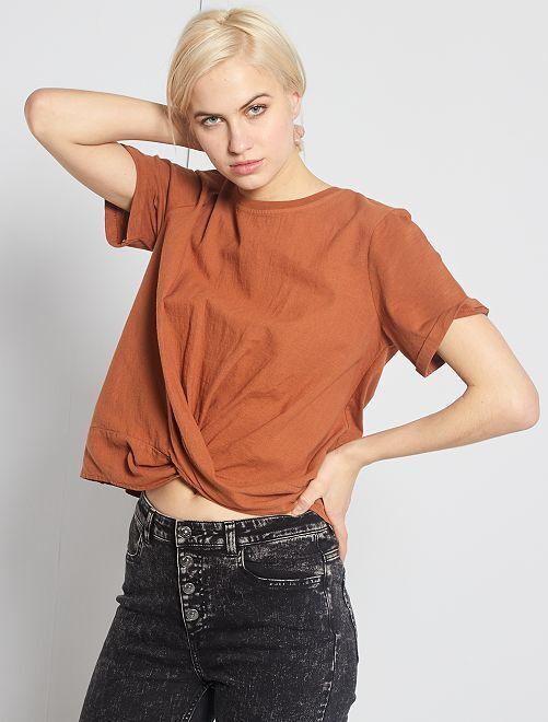 Camiseta bimaterial anudada                             castaño