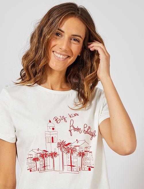 Camiseta bordada 'ciudad'                             BEIGE