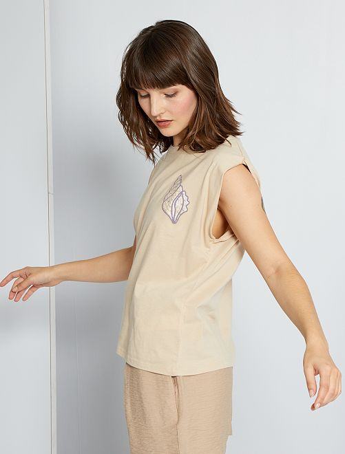 Camiseta bordada 'conchas'                                         BEIGE