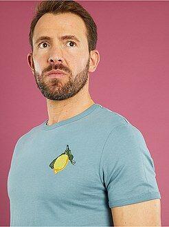 Camisetas básicas - Camiseta bordada 'limón' corte entallado