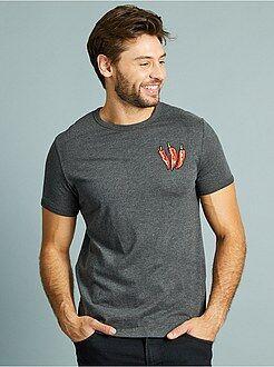 Camisetas básicas - Camiseta bordada 'pimiento' corte entallado