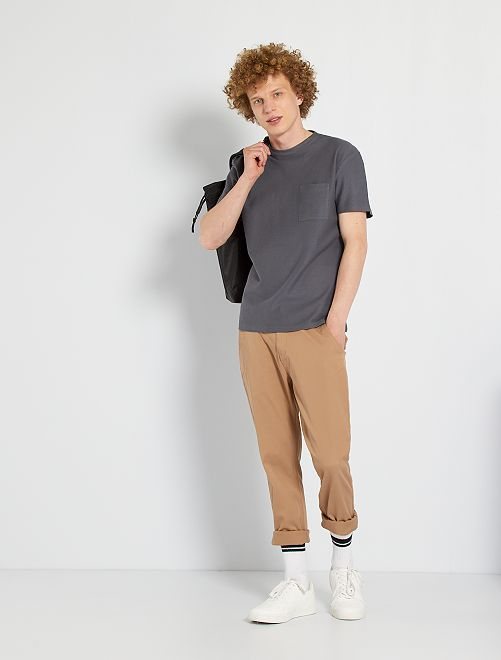 Camiseta con bolsillo en el pecho                                         GRIS