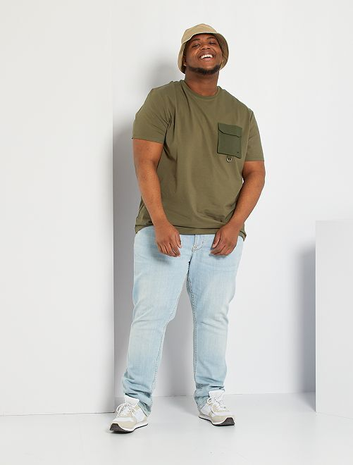 Camiseta con bolsillo en el pecho                             KAKI