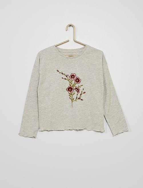 Camiseta con bordado de flor                                         GRIS