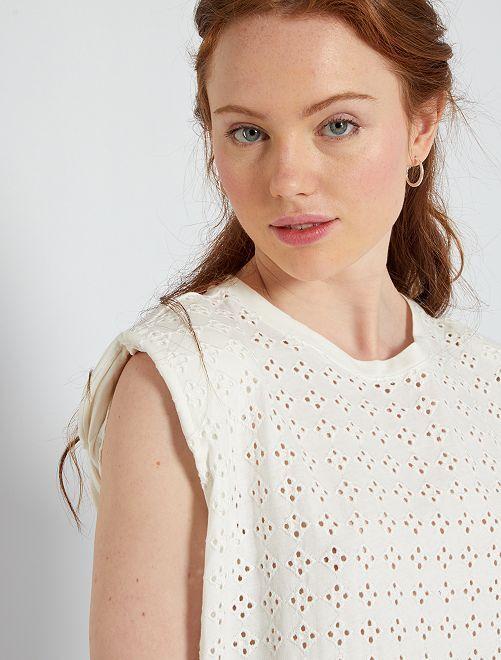 Camiseta con bordados en la parte delantera                                                                 blanco nieve