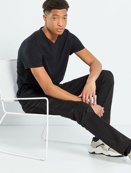 Camiseta con cuello de pico +1,90 m                                                                             negro