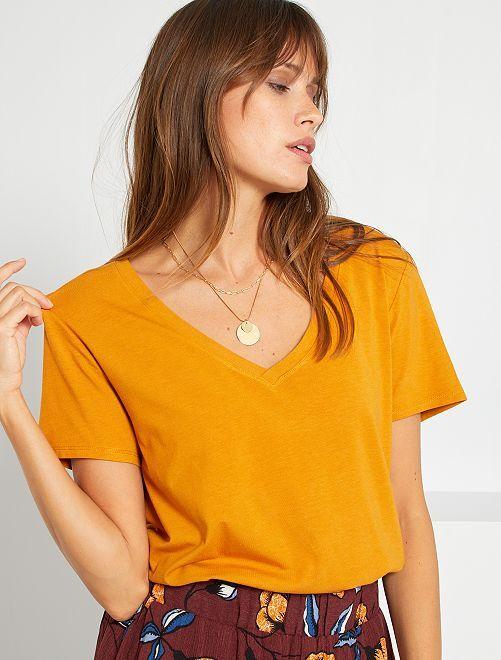 Camiseta con cuello de pico                                                                 AMARILLO