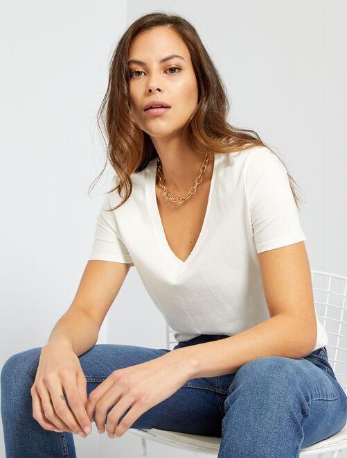 Camiseta con cuello de pico                                                                                         blanco nieve