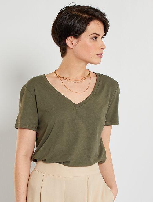 Camiseta con cuello de pico                                                                 KAKI