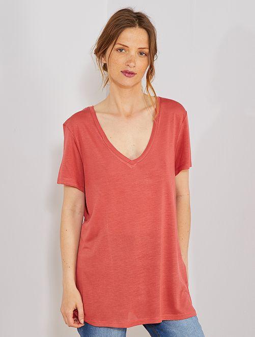 Camiseta con cuello de pico                                                                                         rojo polvo