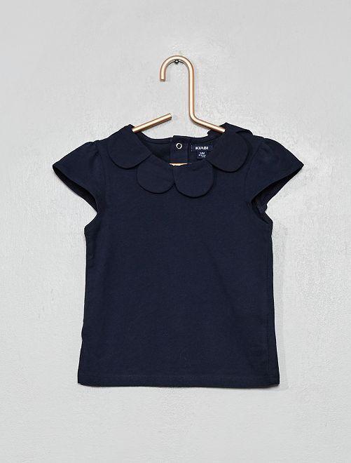 Camiseta con cuello flor                     AZUL