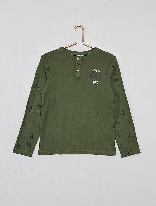 Camiseta con cuello panadero estampada 'montaña'                                         VERDE