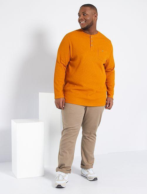 Camiseta con cuello panadero                     marrón