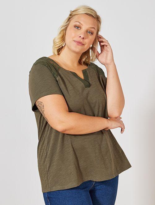 Camiseta con cuello panadero y detalle calado                                         KAKI