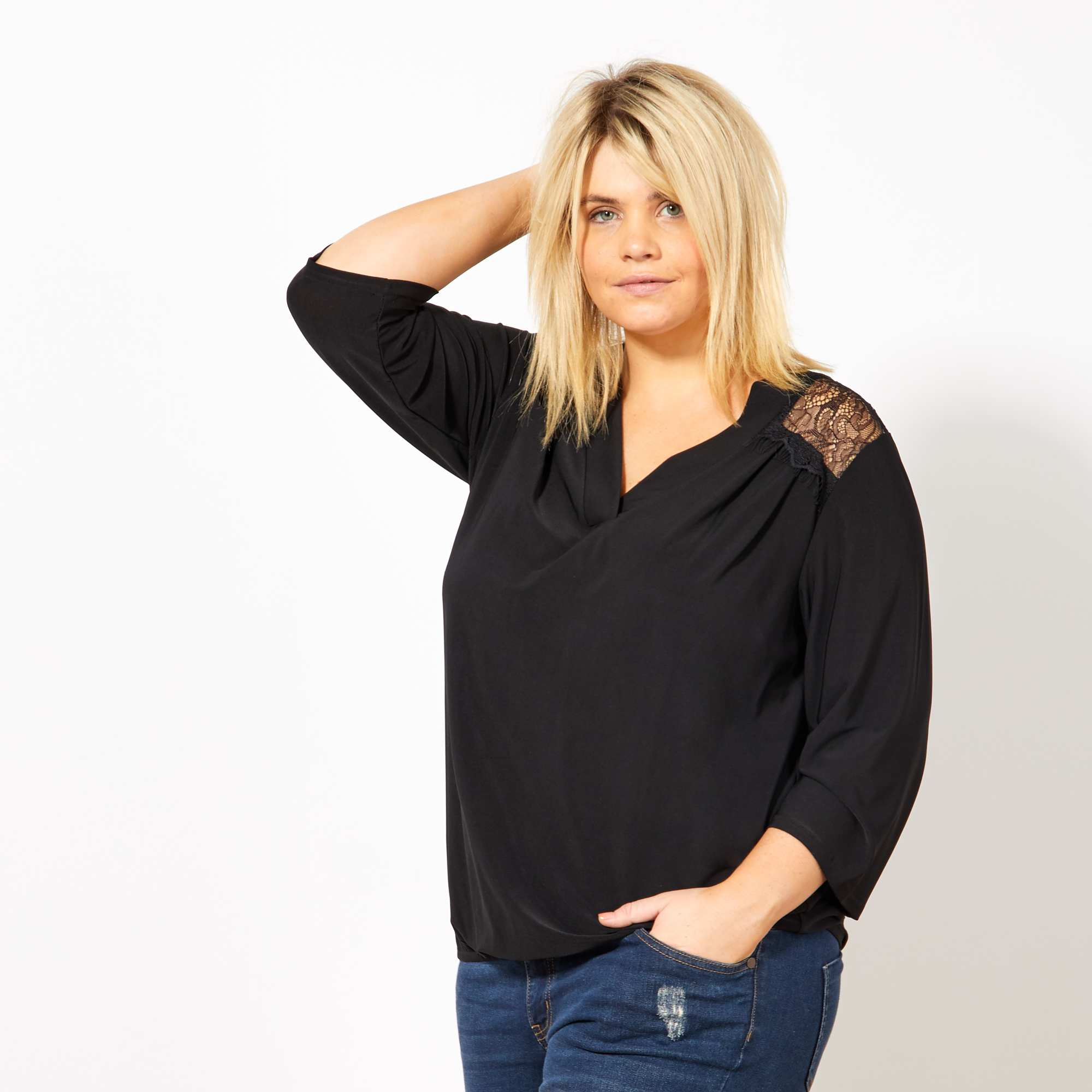 99c78c696ad Camiseta con escote de pico y espalda de encaje negro Tallas grandes mujer.  Loading zoom