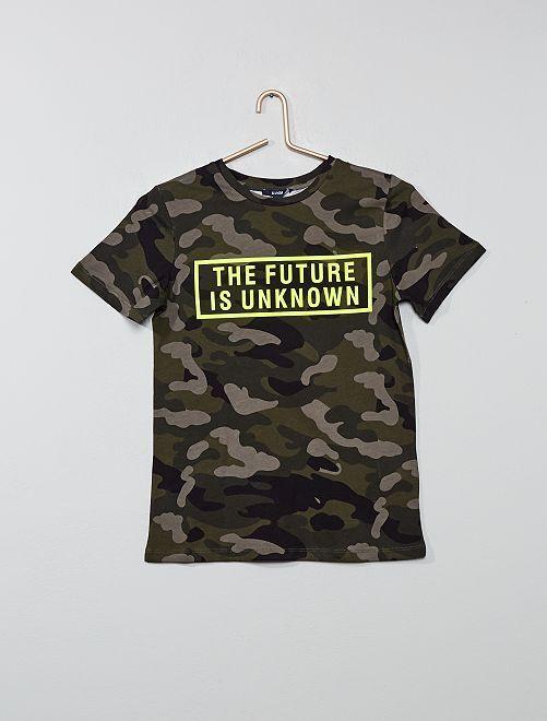 Camiseta con estampado de camuflaje y mensaje flúor                             caqui camuflaje Joven niño