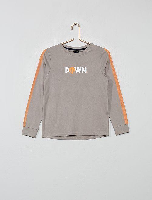Camiseta con estampado delantero y trasero                                                                 GRIS
