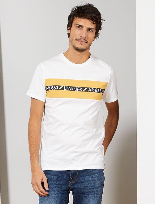 Camiseta con estampado en el pecho                                         blanco