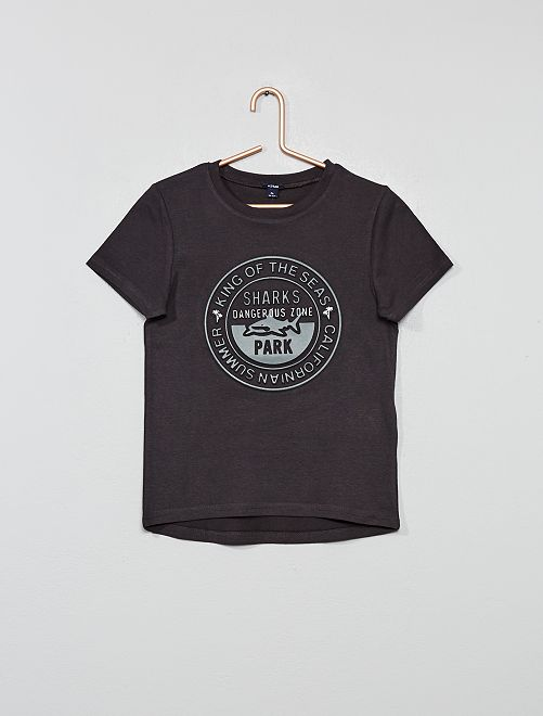 Camiseta con estampado en relieve                                                                             NEGRO Chico