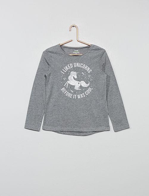 Camiseta con estampado fantasía                                                                                 GRIS