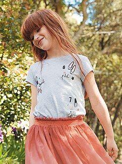 Camiseta con estampado femenino