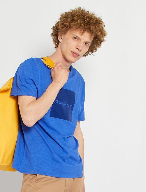 Camiseta con flocado en la misma gama de tonos                                                                 azul