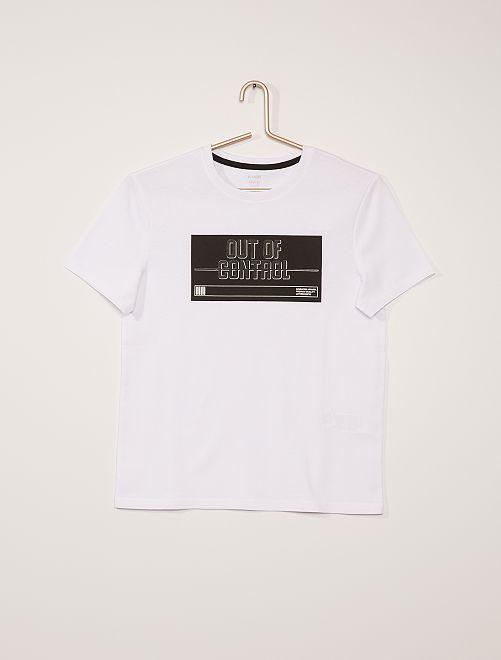 Camiseta con inscripción en relieve                                         BLANCO