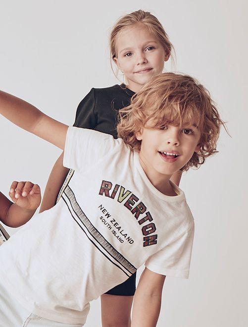 Camiseta con mensaje bordado                     BLANCO